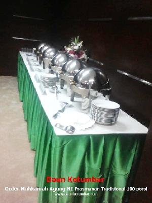 Meja prasmanan tradisional Jakarta Barat